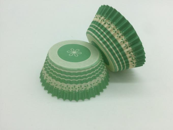 Biscuit Green Striped Cupcake Wrappers , Decorative Paper Cupcake Holders Baking Tool