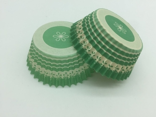 China Biscuit Green Striped Cupcake Wrappers , Decorative Paper Cupcake Holders Baking Tool supplier