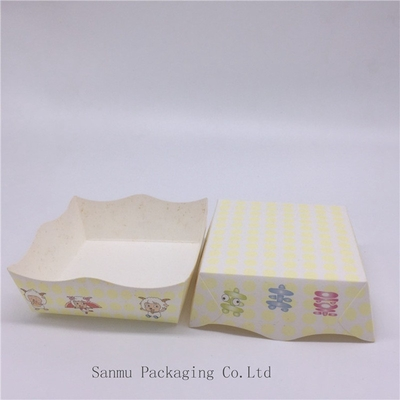 China Heat Proof Square Paper Cupcake Liners / Cases Bread Cake Baking Mould Loaf Pan distributor